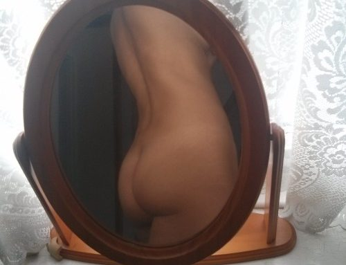 paulanua:  Some selfiesMost done with a timed camera  Female…