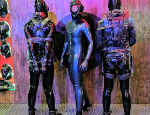 rubberforfun:  Left or Right ? 👯